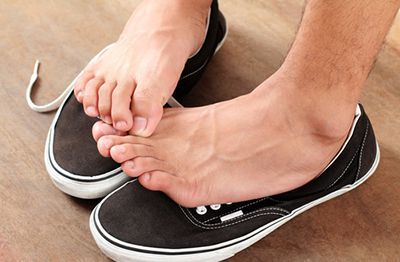prevent black toenails from falling off